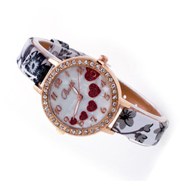 2017 cuero reloj pulsera corazón Venta al por mayor- 2016 mujeres de la vendimia de la vendimia ultra-delgado Faux cuero reloj Rhinestone amor corazón pulsera relojes analógico reloj de pulsera de cuarzo cuero reloj pulsera corazón Rebaja