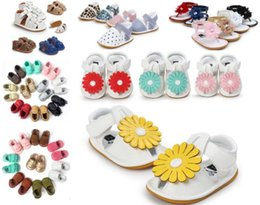 EMS free shiping!Wholesale 2017 Rubber sole Baby Sandals Tassel design Baby Summer Prewalker Baby Leather Sandal moccasin sandals
