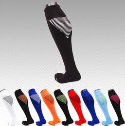 Wholesale Chaussettes de compression sur le genou antidérapant Chaussettes de soulagement Soft chaussettes de football de stockage haute compression chaussettes de sport Running couleurs KKA1027