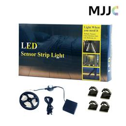 Promotion placards blancs Batterie activée 1.5M mouvement activé capteur nuit lit Lumières chaudes LED blanc Timer Sensor Strip Light pour les enfants Bedroom Closet Cuisine Escalier