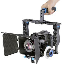 Descuento aparejo de jaula 4 in1 DSLR Rig Cámara Cage Set Mango Estabilizador de la cámara Film Making Accesorios de estudio fotográfico para Canon Nikon Sony SLR DSLR