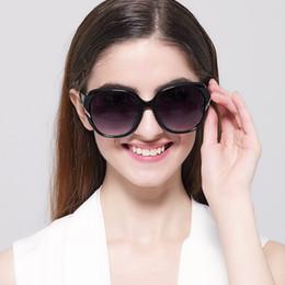 Descuento gafas de sol púrpura Las nuevas mujeres blancas negras púrpuras al por mayor-Mujeres de las gafas de sol de la manera diseñan los vidrios retros clásicos de la vendimia del diseñador al por mayor