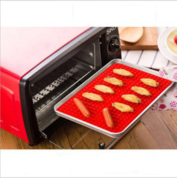 Wholesale Creative Useful Pyramid Pan Silicone Non Stick Fat Reducing Mat Microwave Oven Baking Tray Sheet Kitchen Tool