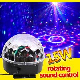 2016 lumière magique étoile Vente en gros-RGB Effet de scène Lumière Cristal Auto Sound Magic Ball Disco Éclairage star douche laser partie DJ club elf Lampe numérique EU US Plug lumière magique étoile à vendre