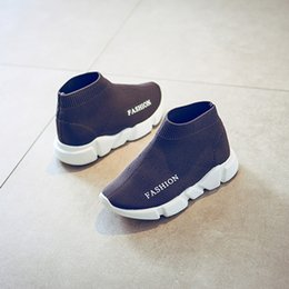 Niñas de arranque blanco en Línea-Botas transpirables de los niños de las zapatillas de deporte del corredor del calzado de los cabritos de los niños Zapatos que caminan del calzado del aire Pequeñas muchachas del muchacho que hacen punto los zapatos negros