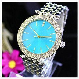 Hommes robe gros de montre à vendre-Les montres de diamants de la mode des femmes des hommes libres d'expédition de DHL célèbrent la montre de dames de robe de quartz de rhinestone de concepteur de luxe romaine de montre de femmes de montre