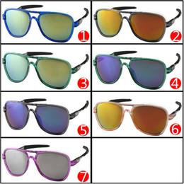 Los precios al por mayor de las bicicletas liberan el envío en Línea-Las gafas de sol de la manera de los deportes del precio al por mayor deslumbran los vidrios de Sun de los diseñadores de las lentes de la bicicleta del color para las lentes A +++ de la resina de los hombres envío libre