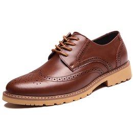 Descuento los hombres hechos a mano de los zapatos oxford Hecho a mano de los hombres zapatos de Oxford Zapatos de vestir de calidad superior Zapatos de hombres hombres de moda Zapatos de cuero genuino 8998