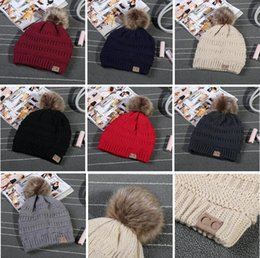 Wholesale Unisex CC Trendy Hats Winter Knitted Fur Poms Beanie Label Fedora Luxury Cable Slouchy Skull Caps Fashion Leisure Beanies Outdoor Hats