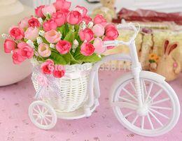 Vente en gros- Vente chaude en rotin en vine en vino en vase comprennent des fleurs artificielles de roses pour mariage décoration de maison ensemble de fleurs cheap plastic roses for sale à partir de roses en plastique pour la vente fournisseurs