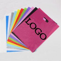 Venta al por mayor 7 tamaños 200pcs / lot modificó la impresión de la insignia de la compañía para requisitos particulares que empaquetaba el bolso de compras del regalo de la joyería de las compras desde logotipo bolsa de plástico paquete fabricantes
