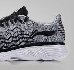 Christmas new men's leisure sports breathable network comfortable running hiking official tour shoe promotion soft and beautiful black fashi