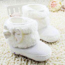 Niñas de arranque blanco en venta-La nieve recién nacida del paño grueso y suave del Bowknot de la niña patea los cargadores