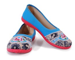 Wholesale 2016 Fashion Women Casual Old Beijing Print Flats Chinese Style Flower Embroidered Cloth Shoes Mother Square Dance Shoes