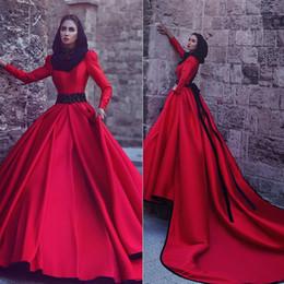 Novias musulmanes vestidos simples en venta-Vestido de novia largo rojo musulmán 2017 Arco de cristal alto cuello largo mangas vestido de bola vestido de novia de raso vestidos de novia por encargo