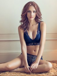 The bra sets sexy deep V lace bra the girl small breasts push up europe and the United States gather thickening underwear suits