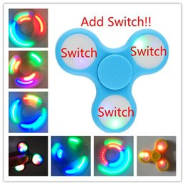 Wholesale LED Fidget Spinner Light Upgrades Ajouter Switch LED Spinner Toys EDC Fidget Spinner Multiple Press Switch Diverses couleurs clignotantes Fidget Toy