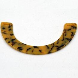 Él nueva venta directa puede ser modificado para requisitos particulares y de moda línea amarilla amarilla encantadora diseño bolso de tarde de acrílico manija Mano bolso brazo en brazo desde bolsas rojas directas fabricantes