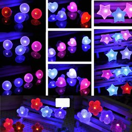 LED Diamond Flashing Rings Adjustable Led Crystal Round Heart Flowers Stars Ring Light Up Flashing Glow Flash Ring Party Disco Finger Lights