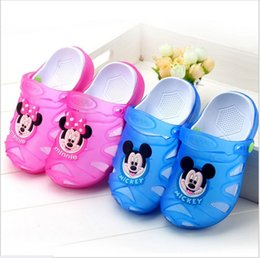 2017 pantoufles chaussures mignonnes 2017 Nouveau Garçons Filles Led Lighted Sandales Pantoufles Été Enfants Cartoon Mickey Mouse Luminous Chaussures Sabots Enfants Cute respirant Sandales pantoufles chaussures mignonnes promotion