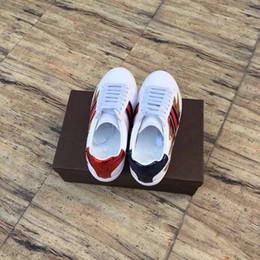 Wholesale new arrival fashion women super beautiful fire print wihte flats shoes women white sneakers flat shoes