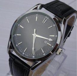 Wholesale Nuevo modelo de alta calidad Relojes de pulsera de lujo de la marca de lujo del reloj de reloj de la correa de cuero negro y blanco hombres de la cara de moda relojes de cuarzo