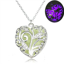 Wholesale Ocean Heart Luminous Pendant Luminous Jewelry Gift Send Girlfriend Gui Honey Hollow Lights Heart shaped Necklace Girl