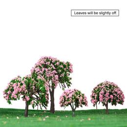 Цветковые деревья для продажи-Оптовые-Diorama миниатюрные игрушки для детей Дети белые и розовые цветочные деревья 4 шт Пластиковые модели Деревья Поезд Макет Сад Scenery