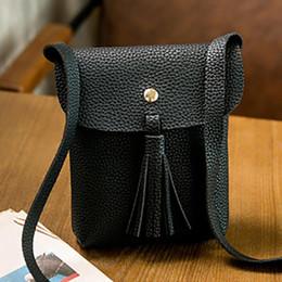 Venta al por mayor-2016 pequeñas mujeres de cuero simples franjadas Crossbody bolso de la borla mensajero Messenger Sling bolso monedero bolso desde bolsos al por mayor de la honda fabricantes