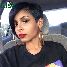 Descuento cortes de pelo rizado corto para las mujeres Pelucas cortas para las mujeres negras Negro Pelucas baratas para las mujeres Resistente al calor Pixie cortado Ningunas Pelucas del cordón Rihannas rizado Máquina del peinado que hace la peluca