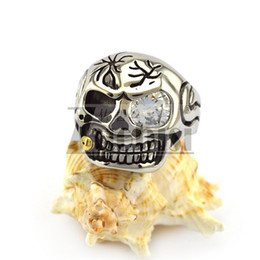 Wholesale Biting Tabacco Cool One Huge Clear Zirconia Eyed Skull Ring in Stainless Steel Biker Ring With Bloody Injured Crack on Head For Men s Ring