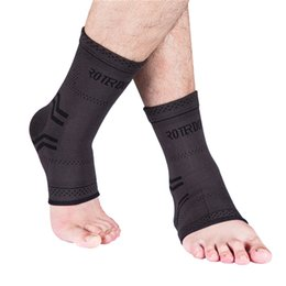 ROTERDON Black Ankle Brace Compression Support Sleeve for Injury Recovery, Joint Pain and More.Plantar Fasciitis Foot Socks with Support