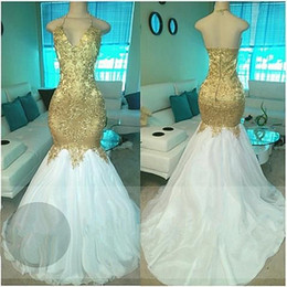 Popular Long Gold Beading White Skirts V-neck Halter Prom Dresses 2018 Open Back Sexy Mermaid Custom Made Lace Appliqued Evening Gown BA5332