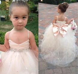 Lovely Spaghetti Baby Pink Tulle Flower Girl Dresses With Bowknot Girls Pageant Dresses Beading Belt Little Kids Ball Party Wedding Gowns