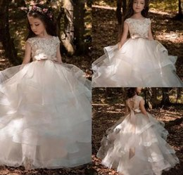2019 Flower Girls Dresses For Weddings Lace Applique Short Sleeves Beaded Sash Hollow Back Tiered Ruffles Kids Birthday Girl Pageant Gowns