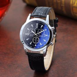 Reloj de la correa de cuero del reloj del cuarzo de la manera superior de los hombres Cuatro colores Tres dial grande del negocio del reloj de pulsera de seis pines