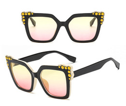2018 new Finnish fashion sunglasses, gradient cat eye glasses, European and American framed square glasses for sale.
