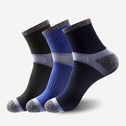 Nuevos calcetines de refuerzo de raspado de talón de algodón al aire libre de los hombres al aire libre calcetines deportivos de tubo medio al por mayor