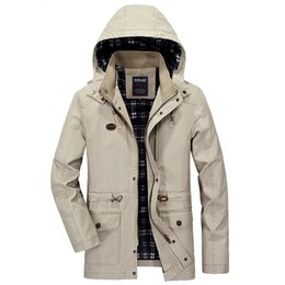In autumn, the new men's wear has a hat coat, pure color cotton casual men's jacket, military windbreaker, factory direct selling.
