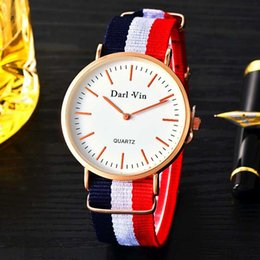 Hombres Fasion Colorful Nylon reloj Ultra-thin Student gift Relojes simple Quartz Luxury Sport reloj de pulsera