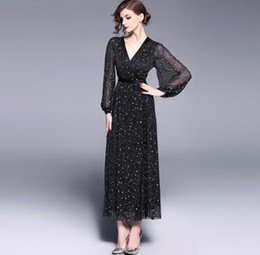 Europe station 2018 spring and summer, European and American women's wear star design slim slim, lace lanterns, long sleeves dress tide.