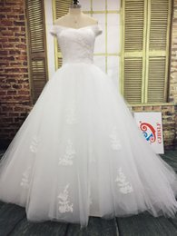 Charming Wedding Dresses Bridal Gowns Off the Shoulder Ruched Tulle Appliques Lace up Back Wedding Dress with Puffy Attached Train