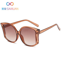 2019 European and American framed sunglasses, color coated Ladies Sunglasses, fashion sunglasses, women's personality.