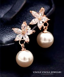 Rose Gold Color Simulated Pearl Rhinestones Inlaid Daisy Petal Design Flowers Lady Earrings Wholesale