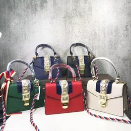 New lady handbags, evening bag, backpack style, leather production, simple and easy, party package has the connotation, luxury, young fashio