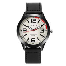 Nueva marca de moda para hombre Reloj de moda Deportes ocasionales Banda de reloj de cuatro colores para hombres Reloj de cuarzo