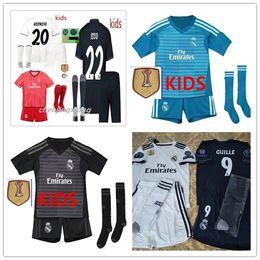 AAA + kits para niños Camiseta de fútbol del Real Madrid 2018 2019 RONALDO MORATA MARCELO SERGIO KROOS BENZEMA ISCO KIDS set camiseta de portero para niños