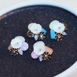2016 hot Sale Flower Stud Earrings White Shell & Crystal Earrings for Women Jewlery Accessories