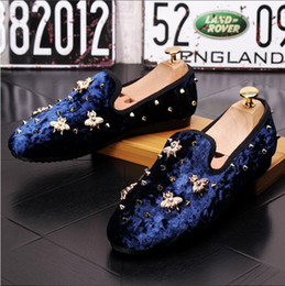 2018 New spring Men Velvet Loafers Party wedding Shoes Europe Style Embroidered Blue Red Velvet Slippers Driving moccasins shoes Z541