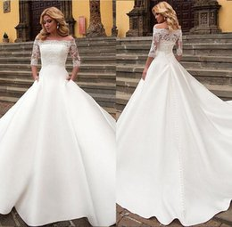 Elegant White A-Line Wedding Dresses Off Shoulder Short Sleeve Lace Appliques Sexy Back Button Bridal Dress Charming Wedding Gowns